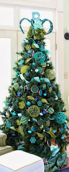 """Christmas Tree Blue & Lime {Love the idea to make large """"bulbs"""" at home with bright yarn/string}"""