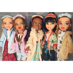 Such a fab line with soon many accessories. Attention to detail is amazing! Bratz Halloween Costume, Halloween Costumes For Girls, Girl Halloween, Little Girl Toys, Toys For Girls, Dc Superhero Girls Dolls, Black Bratz Doll, Bratz Doll Outfits, Bratz Girls