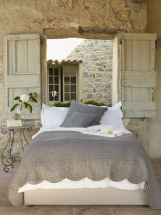 Modern farmhouse style combines the traditional with the new makes any space super cozy. Discover best rustic farmhouse bedroom decor ideas and design tips. Decor, Home Bedroom, Rustic Bedroom, House Design, Dreamy Bedrooms, Bedroom Decor, Beautiful Bedrooms, Interior Design, Home Decor