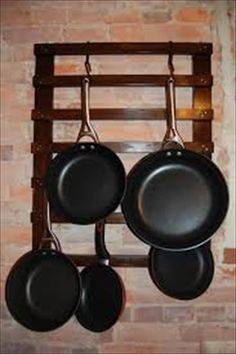 DIY Pallet Pan Holder