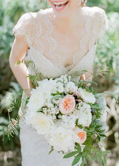 Lace + Delicate Bouquet | Photography: Exquisitrie By Kelly Sauer - www.exquisitrie.com/