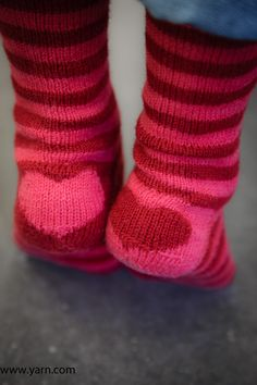 LoveSocks de Devon Clement tejido en Spud and Chloe Fine - Tejido de Punto Knitting For Kids, Easy Knitting, Knitting Socks, Knitting Projects, Knit Socks, Webs Yarn, Yarn Store, How To Purl Knit, My Socks
