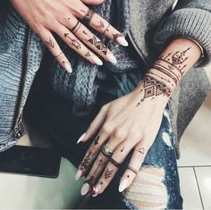 Advice About Hobbies That Will Help Anyone – Henna Tattoos Mehendi Mehndi Design Ideas and Tips Tattoo Henna, Henna Tattoo Designs, Diy Tattoo, Mehndi Designs, Tribal Henna Designs, Tattoo Hip, Design Tattoos, Finger Henna Designs, Simple Henna Tattoo