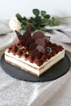ティラミスケーキ by vivian Fancy Desserts, Delicious Desserts, Yummy Food, Boutique Patisserie, Dessert Presentation, Cake Recipes, Dessert Recipes, Bolo Cake, Tiramisu Cake