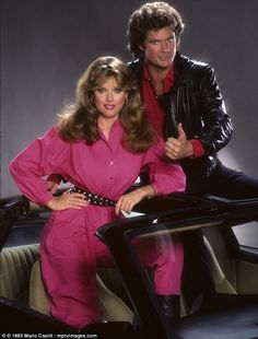 Rebecca Holden in a fuchsia boiler suit and matching blusher with Knight Rider David Hasselhoff in 1983 80 Tv Shows, Old Shows, Great Tv Shows, Rebecca Holden, Kitt Knight Rider, K 2000, Film Mythique, Emission Tv, Mejores Series Tv