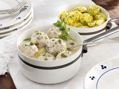 Klopse nach Königsberger-Art mit Petersilienkartoffeln ist ein Rezept mit frischen Zutaten aus der Kategorie Klassische Sauce. Probieren Sie dieses und weitere Rezepte von EAT SMARTER!