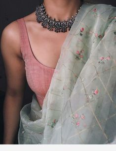 saree styles for farewell & saree styles - saree styles for farewell - saree styles wedding - saree styles modern - saree styles for farewell modern - saree styles for farewell teenagers - saree styles classy - saree styles for farewell classy Kurta Designs, Sari Blouse Designs, Saree Blouse Patterns, Indian Fashion Dresses, Dress Indian Style, Indian Designer Outfits, Fashion Outfits, Trendy Sarees, Stylish Sarees