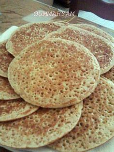 Wholemeal pancakes - The best whole wheat pancake recipe! To try it is to adopt it! Vegan Breakfast Casserole, Egg Recipes For Breakfast, Sweet Breakfast, Crepes, Whole Wheat Pancakes, Christmas Breakfast, Sweet Recipes, Food And Drink, Foodies