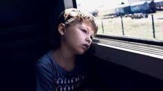 Nur Kinder kennen die wahren Dämonen der Langeweile, wenn sie sinnlos und zweckfrei in der Welt stehen und niemand etwas von ihnen will.