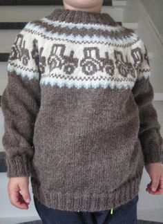 Billedresultat for mariusgenser med traktor oppskrift - My WordPress Website Fair Isle Knitting Patterns, Knit Patterns, Knitting For Kids, Hand Knitting, Crochet Baby, Knit Crochet, Knit Baby Sweaters, Sweater Set, Pulls