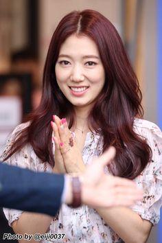 Korea Hair Color, Hair Color Asian, Korean Bangs Hairstyle, Hairstyles With Bangs, Park Shin Hye, Magenta Hair, Love Park, Gwangju, Korean Artist
