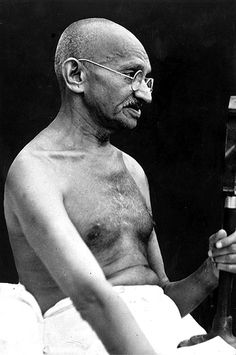 Las 20 mejores frases de Mahatma Gandhi - My best shares Frases Mahatma Gandhi, Mahatma Gandhi Photos, Gandhi Quotes, Osho, Yoga India, The Brave One, Black And White Face, Unity In Diversity, Coin Art