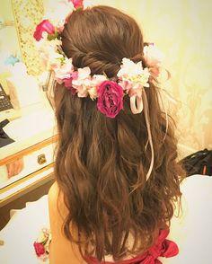 ロングヘアをウェーブで ふわふわボリュームいっぱいに。 花冠の1番濃いピンクと サッシュベルトのお色味を合わせた 花嫁さま。 コーディネイトがまとまりますね☺︎ Produced by @the_terrace_by_the_sea  Hair and Make by Rie #hawaiihairmake #hawaiiwedding #hawaiiweddingphoto #wedding #bride #hairarrange #hairstyle #laviefactory #laviefactoryhawaii #lgenic #photoshooting #ハワイヘアメイク #花嫁 #花嫁ヘア #プレ花嫁 #おしゃれ花嫁 #ハワイウェディング #ハワイ挙式 #ウェディング #ブライダル #ウェディングヘア #ヘアアレンジ #ヘアスタイル #ラヴィファクトリー #ラヴィファクトリーハワイ #花冠 #ハクレイ #ウェーブ #サッシュベルト #ナチュラル