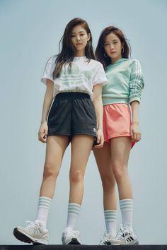 Blackpink jennie and jisoo for adidas Kpop Girl Groups, Korean Girl Groups, Kpop Girls, Blackpink Jisoo, Blackpink Jennie, Blackpink Fashion, Korean Fashion, Memes Blackpink, Mode Kpop