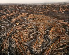 Edward Burtynsky Oil Fields #27Bakersfield, California, USA, 2004 OIL Web Gallery