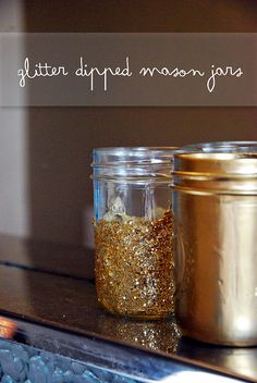 Glitter dipped mason jar DIY for the game gifts Dyi Crafts, Crafts To Make, Arts And Crafts, Mason Jar Crafts, Mason Jar Diy, Jar Gifts, Glass Jars, Holiday Fun, Diy Projects