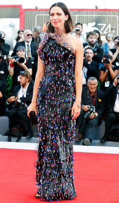 Rebecca Hall in a black beaded Armani Prive dress - click through to see more looks from the Venice Film Festival Formal Wear, Formal Dresses, Wedding Dresses, Celebrity Red Carpet, Celebrity Style, Star Fashion, Fashion Photo, Rebecca Hall, Armani Prive