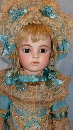 Dolls from the Attic.Mis Muñecas: Children of Paris Victorian Dolls, Antique Dolls, Vintage Dolls, Pretty Dolls, Beautiful Dolls, Doll Toys, Barbie Dolls, Teddy Bear Toys, Teddy Bears
