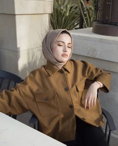 Photography Subjects photographic subjects inspiration – - New Sites Outfit Jeans, Outfit Chic, Casual Hijab Outfit, Modest Fashion Hijab, Muslim Fashion, Modest Outfits, Fashion Outfits, Fashion Fashion, Hijab Look