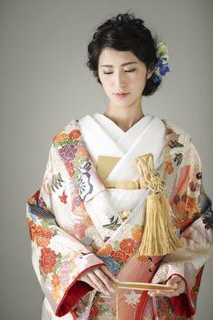 Japanese Costume, Japanese Kimono, Japanese Outfits, Japanese Fashion, Traditional Fashion, Traditional Outfits, Wedding Kimono, Traditional Wedding Dresses, Folk Costume