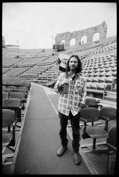 Eddie Vedder : longing to belong