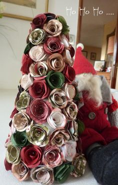 Sapin avec des roses en papier