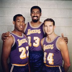 #onthisday: the #Lakers 33-game win streak is snapped. It's a record that try as the #Warriors might has not been broken. #WiltChamberlain (centre) and #JerryWest (right) were a big part of the team's success. #ElginBaylor (left) was a great forward in his time but retired mid-season due to injury.  #basketball #NBA #sports #hardwoodclassics #history #vintage #LA #legends