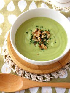 混ぜるだけ☆アボカドくるみの冷たいスープ