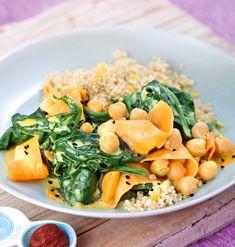 Spinat-Kichererbsen-Topf mit Zitronen-Quinoa