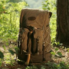 Isle Royale Bushcraft packs, made at Frost River in the USA from waxed canvas, premium leather, and solid brass. A rucksack for every day carry in the bush.