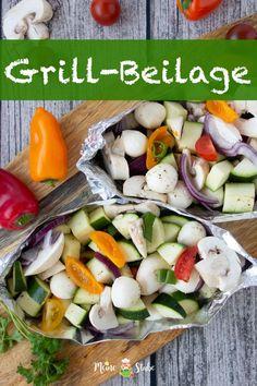 Rezept für leckere Gemüse-Päckchen zum Grillen, die du nach Herzenslust befüllen kannst. Ideal für Vegetarier oder als Beilage zum Grillfleisch. Vegetarisches Grillen mit Zucchini, Champignions, Mozzarella, Zwiebeln, Tomaten und Frühlingszwiebeln. #vegetarisch #grillen #rezepte #gemüse #Mozzarella