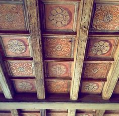 Hippie Home Decor Ceiling Painting, Ceiling Murals, Floor Ceiling, Ceiling Beams, Hippie Home Decor, Bohemian Decor, Norwegian Rosemaling, Rustic Home Interiors, Ceiling Treatments