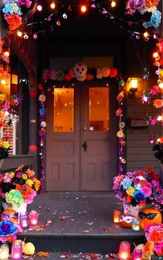 Day of the Dead decorations. All things colorful! | Decoraciones inspiradas en el Dia de los Muertos. Super colorido