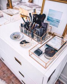 Fabulous Makeup Storage Design Ideas To Keep Your Makeup vanity inspiration Diy Makeup Organizer, Vanity Organization, Organization Ideas, Bedroom Organization, Makeup Vanities, Bedroom Closet Design, Bedroom Storage, Makeup Storage Drawers, Storage Mirror