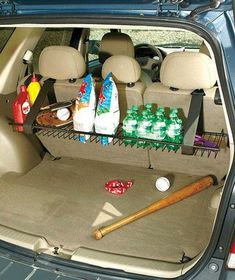 Creative Storage and Organization Ideas for Your Car You can design a sturdy metal rack hanging from the rear seat of your vehicle with fabric magic straps. It is a storage of grocery bags, sports equ Monospace, Lakeside Collection, Ideas Para Organizar, Tips And Tricks, Car Storage, Ceiling Storage, Extra Storage, Car Hacks, Hacks Diy