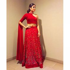 Outfit Shroff jewellery styled by Indian Gowns Dresses, Indian Fashion Dresses, Dress Indian Style, Indian Designer Outfits, Designer Dresses, Lehenga Designs, Saree Blouse Designs, Lehnga Dress, Indian Bridal Outfits