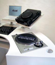 Vinyl Storage, Record Storage, Unique Man Cave Ideas, Custom Consoles, Dj Setup, Dj Booth, Music Instruments, Den, Discos