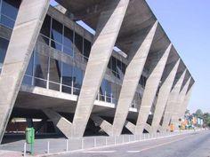 MAM O Museu de Arte Moderna do Rio de Janeiro (MAM) é um dos mais importantes no cenário cultural brasileiro. Localiza-se na cidade do Rio de Janeiro, no Parque do Flamengo. Seu edifício-sede é a obra mais conhecida do arquiteto Affonso Eduardo Reidy, cujo projeto paisagístico é Burle Marx. Representa um marco na arquitetura brasileira