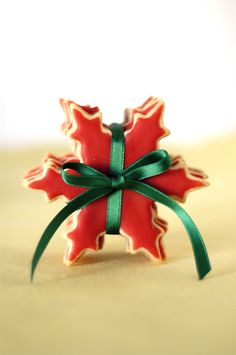 Pretty red snowflake cookies tied together with green satin ribbon! This makes a great stocking stuffer or is perfect for the cookie exchange! (ideas for presentations stocking stuffers) Christmas Biscuits, Christmas Sugar Cookies, Christmas Sweets, Christmas Cooking, Noel Christmas, Christmas Goodies, Holiday Cookies, All Things Christmas, Christmas Decorations