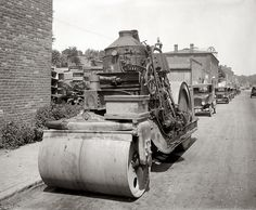the real steam roller. Steam Tractor, Crawler Tractor, Vintage Tractors, Old Tractors, Vintage Farm, Asphalt Plant, Heavy Machinery, Steam Engine, Heavy Equipment