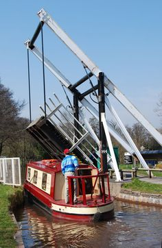 Talybont lift bridge - Monmouth & Brecon Canal.