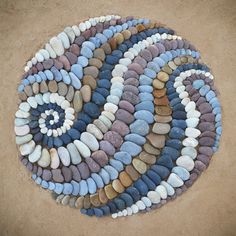 Jon Foreman is a creator of various styles of temporary land art Pebble Mosaic, Stone Mosaic, Pebble Art, Mosaic Art, Rock Mosaic, Stone Crafts, Rock Crafts, Art Plage, Sand Drawing
