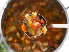 Forget the cabbage soup diet, you'll want to eat this super healthy vegetarian cabbage soup just because it tastes incredible! Vegetarian Cabbage Soup, Detox Soup Cabbage, Cabbage Soup Recipes, Paleo Beans, Canned Tomato Sauce, Soups And Stews, Yummy Food, Yummy Recipes, Diet Recipes