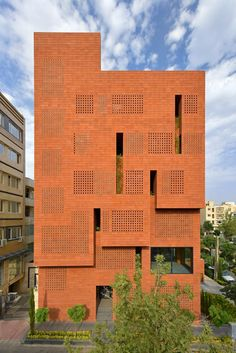 Tehran-based Hooba Design Group designed a special type of brick, which was manufactured in Kohan Ceram factory, for the six-storey block's facades. Modern Architecture House, Facade Architecture, Sustainable Architecture, Classical Architecture, Ancient Architecture, Landscape Architecture, E28 Bmw, Types Of Bricks, Exotic Homes