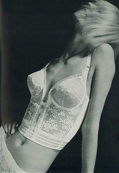 Jill Kennington, Vogue UK, 1965, photo by Norman Parkinson