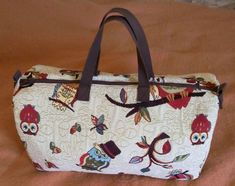 Tuto du chouette sac de voyage hibouTuto du chouette sac de voyage hibou Sac Week End, Diy Bags Purses, Tote Bag, Sewing, Assemblage, Clutches, Images, Quilting, Vanity