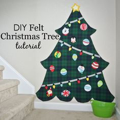 DIY Felt Christmas Tree Tutorial - using felt or flannel! #diy #christmas #kids
