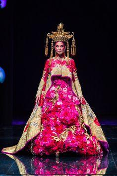 Asian Couture Fashion Week 2012. Guo Pei