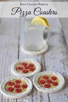 Pattern from Bethany from Whistle and Ivy. FREE PATTERN: Crochet Pizza Coasters by Bethany from Whistle and Ivy… Crochet Fruit, Crochet Food, Crochet Kitchen, Easy Crochet, Crochet Flowers, Free Crochet, Knit Crochet, Crochet Cupcake, Crochet Birds