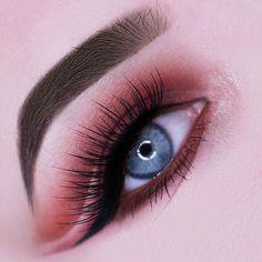 ✨✨ Smooth cut crease vibes via @makeupbyiri with lash focus on our #PixieLuxeLashes   #houseoflashes #lashgamestrong #cutcrease #smokeyeye #wingedliner #blueeyes #motd